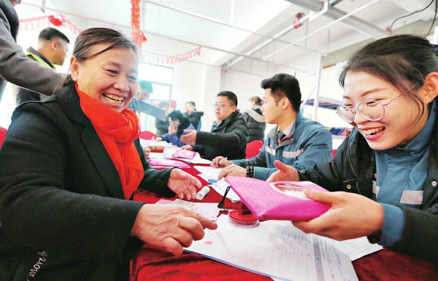 济南市最大城中村改造项目华山片区安置居民喜迁新居